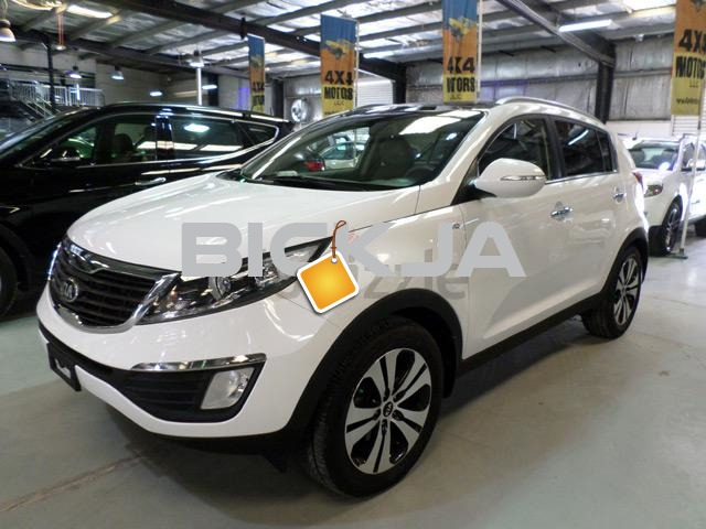 2013 KIA SPORTAGE 4X4 (5 SEATER) NO.1 SPEC'S, NAVIGATION, PANORAMIC ROOF, LEATHER - 1/2