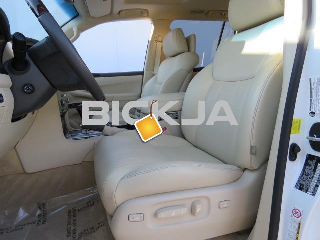 ACCIDENT FREE LEXUS LX 570 CAR - 3/4