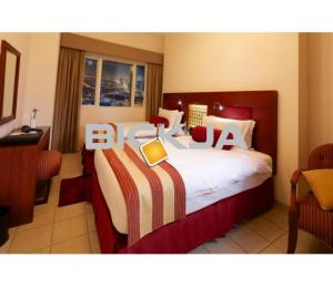 Twin Standard Room in Popular Dubai Marina Hotel Apartment - Suitable for Two People Sharing