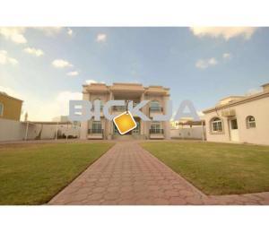 Huge En-suite bedroom with attached Bathroom in a huge villa