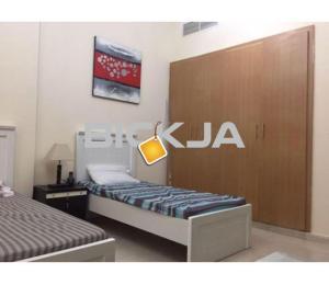 (سرير للايجار بالمدينة العالميةbed space  available for rent  CBD only male